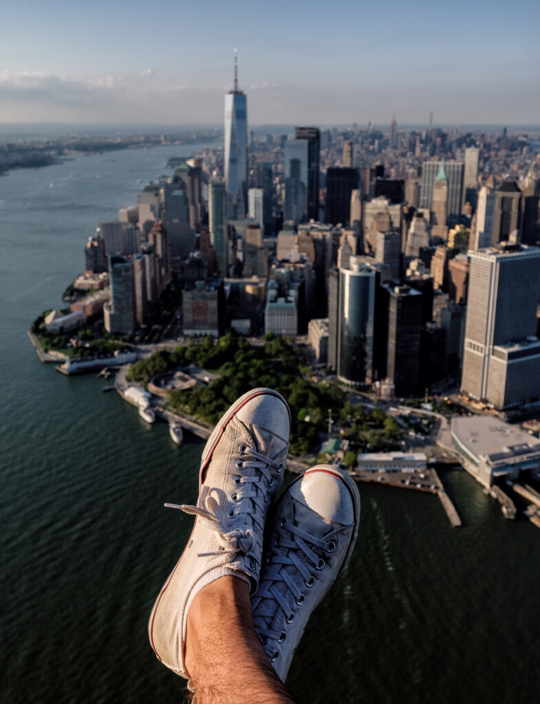 world at your feet looking over new york city k5f7qu8